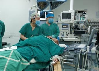 开通高龄骨科手术绿色通道三年——  泸州市中医院屡创新高,为102岁高龄患者成功实施髋关节置换术